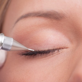 Eyeliner Naturel: Pointillé discret Brigitte-Beauté Genève